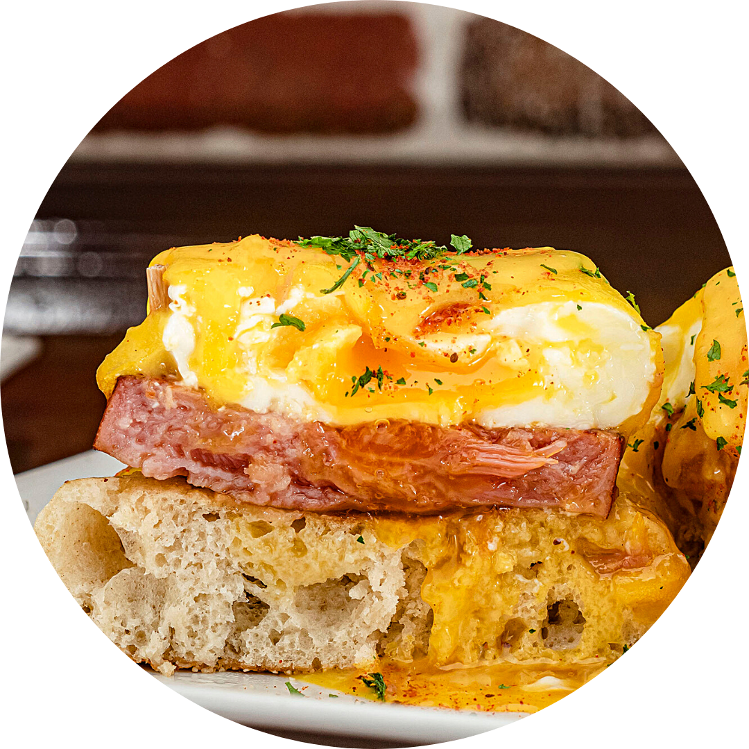 Eggs Benedict w/ Canadian Bacon
